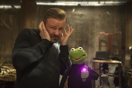 Dominic Badguy (Rickey Gervais) and Kermit-look-alike Constantine in Muppets Most Wanted (2014)